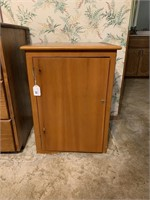 2-shelf lockable chest