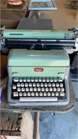 ROYAL OLD TYPEWRITER