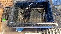 NEW 4 QT ROASTER OVEN AND 4 NEW BROILER PANS AND