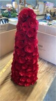 ROSE WREATH WITJ TOWER OF ROSES
