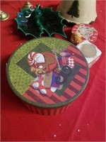 BOX OF MISCELLANEOUS CHRISTMAS ITEMS
