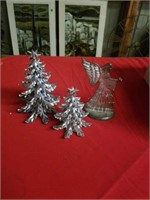 SILVERPLATED ANGEL AND 1 PLASTIC TREES