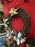 BEAUTIFUL HOLIDAY GRAPEVINE WREATH AND HOLIDAY