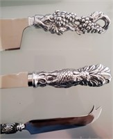 169 - TOWLE SILVERSMITHS KNIVES & SERVING PLATE
