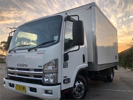 2013 Isuzu NPR 200 Medium Premium AMT - Trucks for Sale