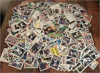 169 - LOT OF BASEBALL CARDS