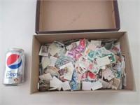 environ 4000  timbres USA  decollés