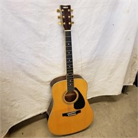 Yamaha FD02 acoustic guitar with soft case