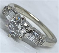 14KT WHITE GOLD 1.01CTS DIAMOND RING FEATURES