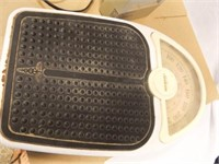 Lasko Ceramic Heater, Sunbeam Scale