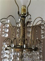 62 - VINTAGE HANGING CRYSTALS TABLE LAMP