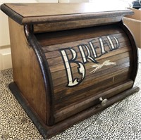 62 - NICE WOOD BREAD BOX