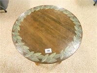 Round Table w/Spindle Type Legs
