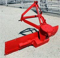 Rear Blade, 5', 3-pt.  NOTE: This item will be sold at live auction, however absentee bids can be placed if you are unable to attend the auction. More details & pictures can be viewed by clicking the catalog tab and view Lot #11.