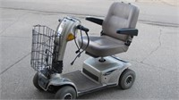 Electric scooter w/ battery & charging cable (run)