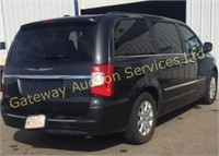 2011 Chrysler Town & Country Stow & Go Van