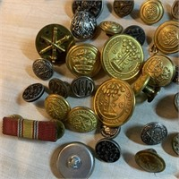 LARGE LOT OF VTG AND ANTIQUE BUTTONS