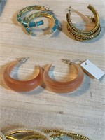LARGE LOT OF MISC COSTUME JEWELRY