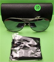 98.00$ NEW AUTHENTIC BCBG  SUNGLASSES WITH CASE