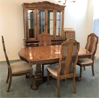 58 - BEAUTIFUL DININGROOM SET WITH HUTCH
