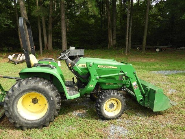 Lot #4130 - 2014 John Deere model 3038E 38HP