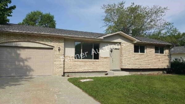 1,081 SF 3 Bedroom Bungalow in 227 Lilac Steinbach