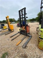 Mighty Lift Straddle Stacker *doesn't run*