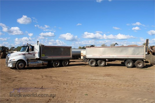 2010 Caterpillar CT700 - Trucks for Sale