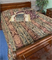 714 - NICE QUILT & PILLOW SET