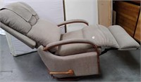 63 - SUPER RELAXING LAZBOY RECLING CHAIR