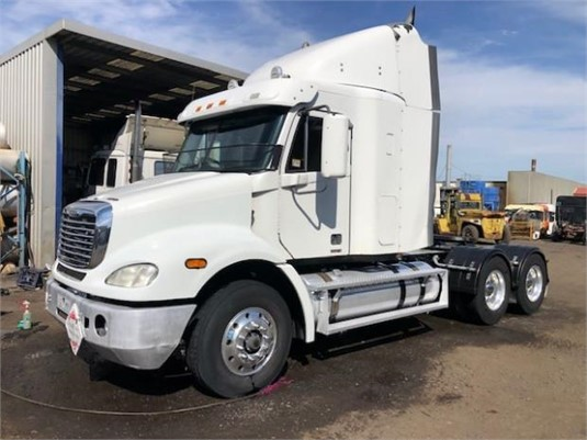 2009 Freightliner COLUMBIA 112 - Trucks for Sale