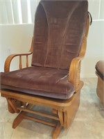 815 - GLIDING ROCKER WITH FOOTSTOOL