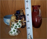 814 - MIXED LOT OF 5: ANGEL, VASE, ATOMIZER, MORE