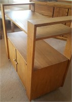 814 - WOOD ENTERTAINMENT STAND
