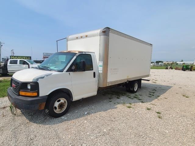 2005 GMC van box truck