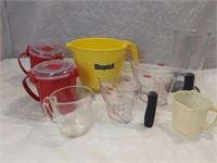 Assorted Measuring Cups & Sistema Snap