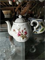 Teapots and pitchers