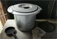 MoorMans cast iron mini skillet, iron lid