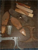 Cobbler forms and hangers