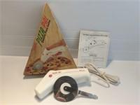 Regal Pizza Pal Pizza Cutter - Works