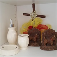 815 - MIXED LOT: CROSS, SCOTTIE DOGS, BATH DECOR