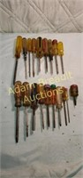 19 Phillips and flat-head screwdrivers