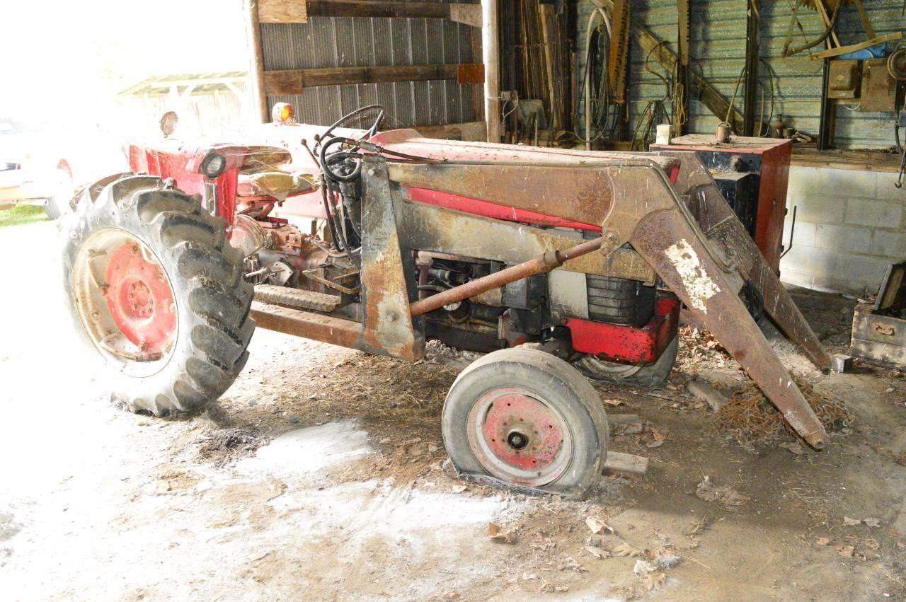 M.F. 150 Gas Tractor wi Loader-Starts & Runs