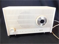 RCA Victor Tube Electric Radio - powers on