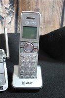 Like NEW 3 Handset w/ Answering Machine AT&T
