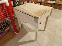 small antique drop leaf table 28x22 leaves down