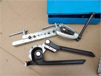 Pipe cutters & flairing tool