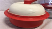 Microwave Cooker & Rubbermaid Glass Bowl Set