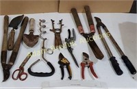 Box lot - pruning shears, lobsters, grass Snips,