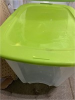 121qt storage tote with lid- tote is missing one